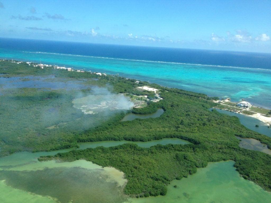 Relleno sanitario y arrecife de coral