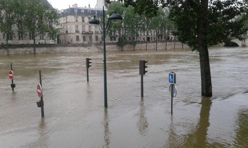 Peligro en el Louvre: ¡se ahoga la Venus de Milo!