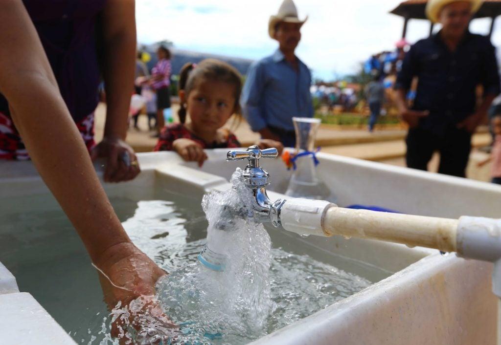 Invertir de forma diferente: programas de agua y saneamiento en el sector rural
