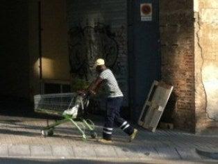 hombre y carrito
