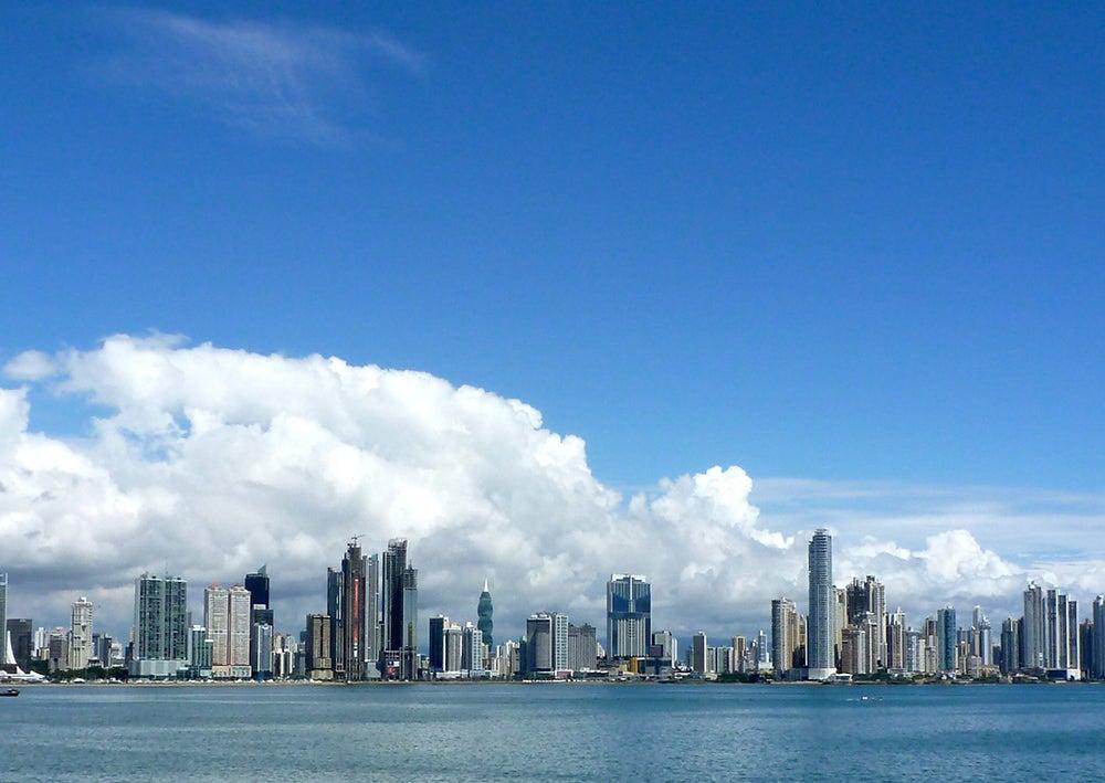 En Panamá los buenos negocios caen del cielo