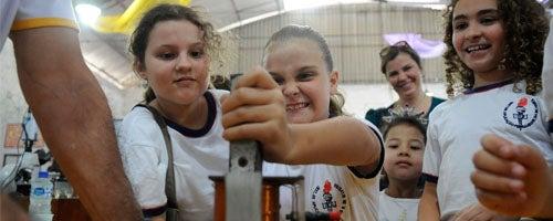 Como fazer com que as meninas se interessem mais por ciências?