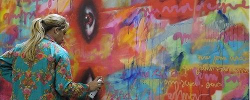A brasileira que usa o grafite contra a violência doméstica