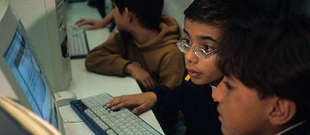 Educação a distância no Brasil: como ampliar o acesso?