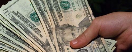 Por que os latinos poupam menos?