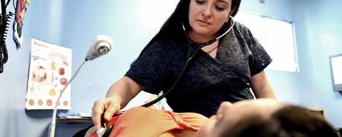 Parto natural ou cesárea? Os benefícios de incluir parteiras no nascimento de um bebê