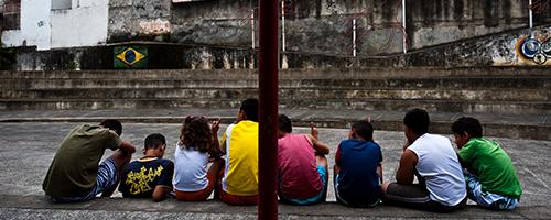Quanto mais próximo o adolescente está da violência, maior o impacto em seu aprendizado