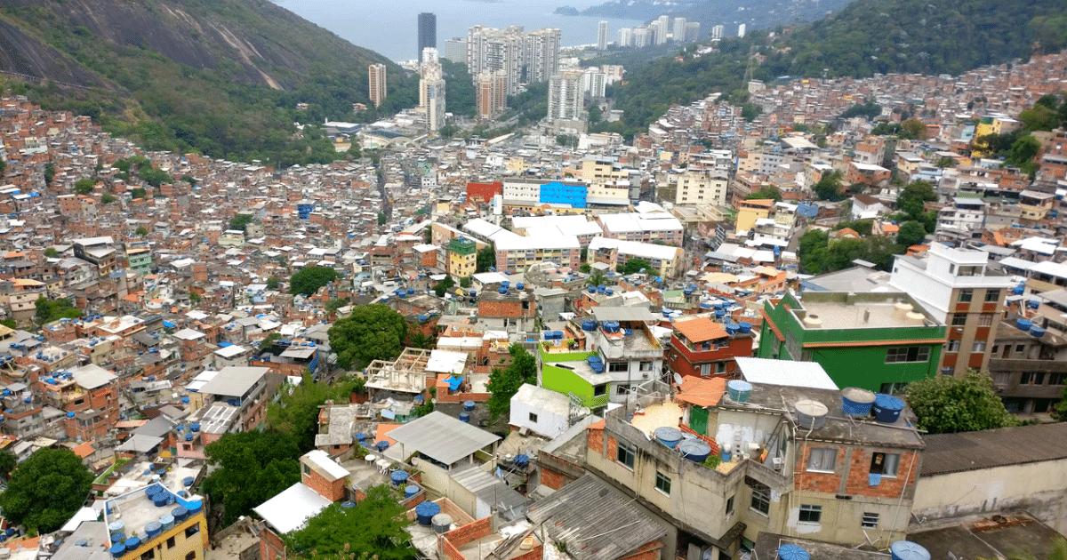 Paisagem vista do alto da favela da Rocinha