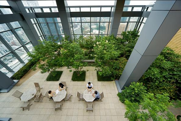 Dos razones por las que Tokio incluye espacios verdes en sus edificios