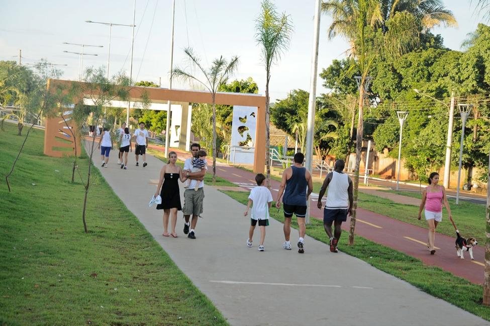 ¿Vale la pena invertir en carreteras y parques lineales? Evidencia de Campo Grande