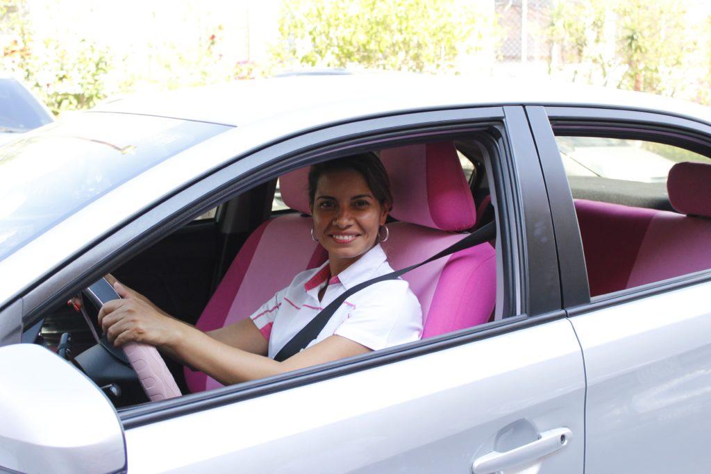 Un servicio de transporte prestado por mujeres y para mujeres