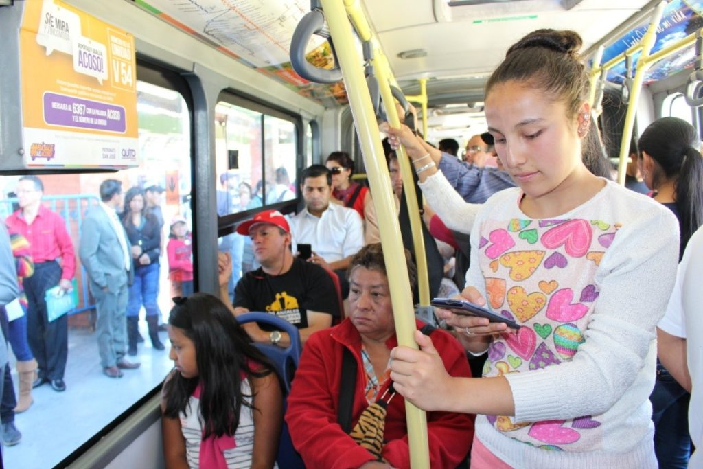 Quito promueve herramientas para reportar el acoso sexual en el transporte público