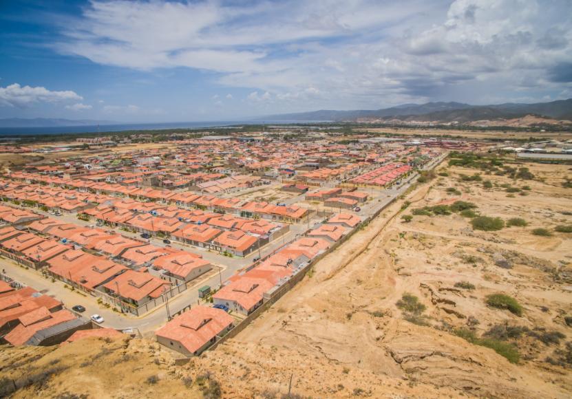 Vivienda social en la periferia urbana, ¿por qué allí? Una mirada sobre políticas habitacionales en América Latina