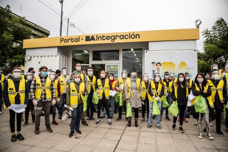 Trabajadores del Portal de Integración social y urbana en Barrio 31. Foto por Gobierno de la Ciudad de Buenos Aires