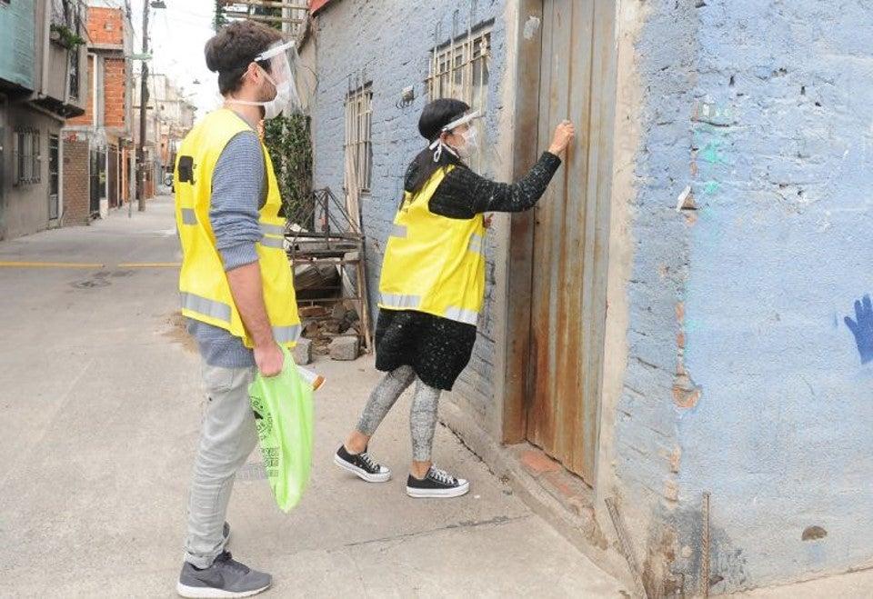 Distribución de dispositivos de internet móvil en Barrio 31. Foto por Gobierno de la Ciudad de Buenos Aires