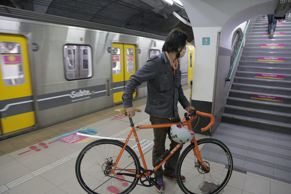 Bicycle in the Subte, Buenos Aires, Argentina. Foto provided by author