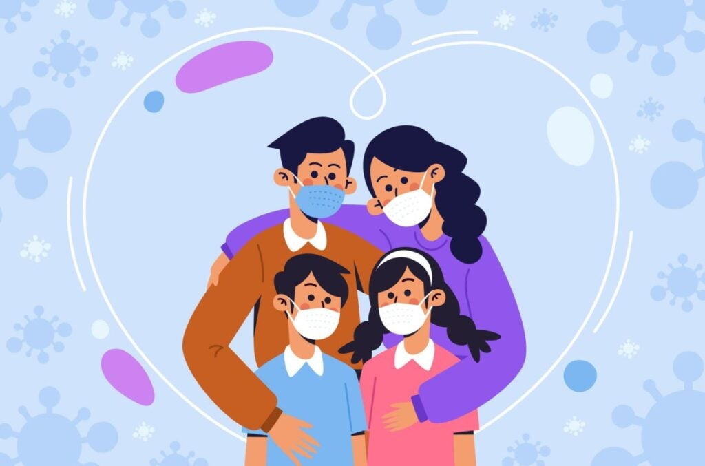 padre, madre, niño y niña usando mascarillas protectoras, abrazados