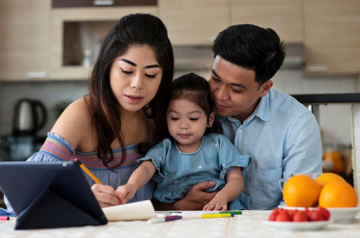 familia parte de un programa de visitas domiciliarias