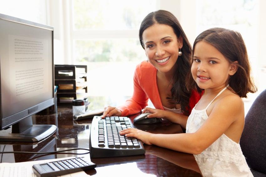 Más niñas aprendiendo, más mujeres trabajando