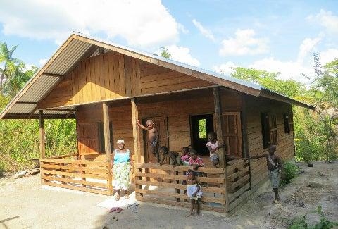 Hogares dignos para las comunidades amerindias y cimarrones de Surinam