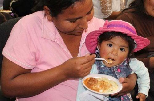 Programa en Bolivia mejora las prácticas de nutrición pero aumenta el sobrepeso infantil. ¿Qué pasó?