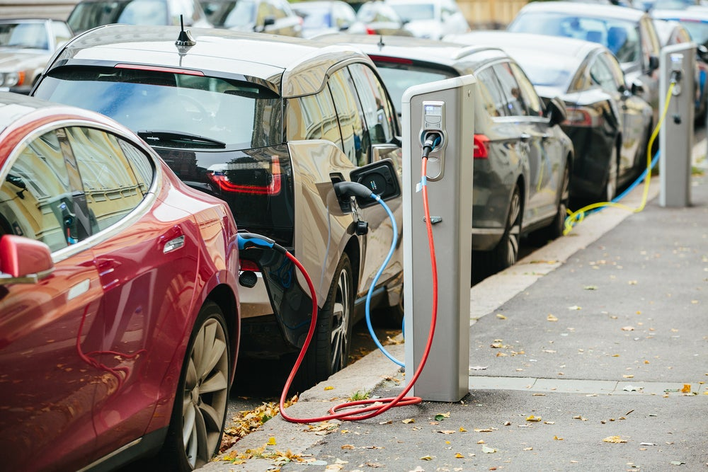In the edge of the convergence between transport and energy: the role of electrical vehicles