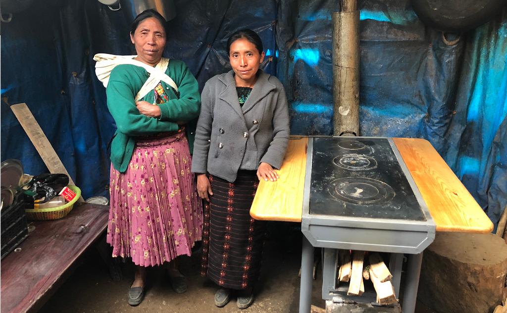 Mujeres indígenas-luz-energía