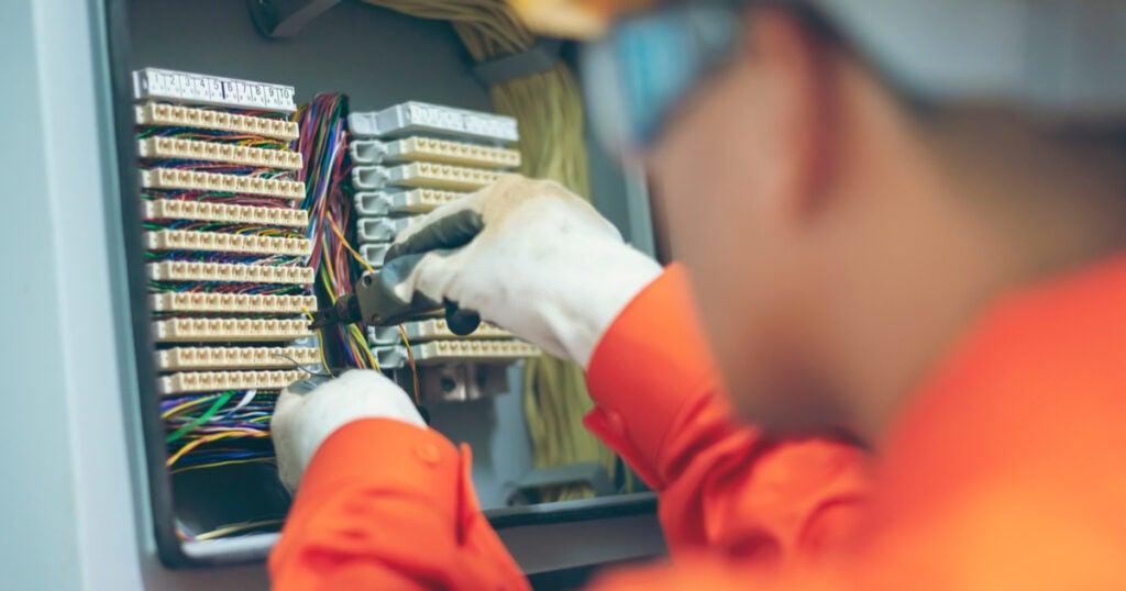 7 medidas para la fase de transición en el sector eléctrico: preparación para el Día Después