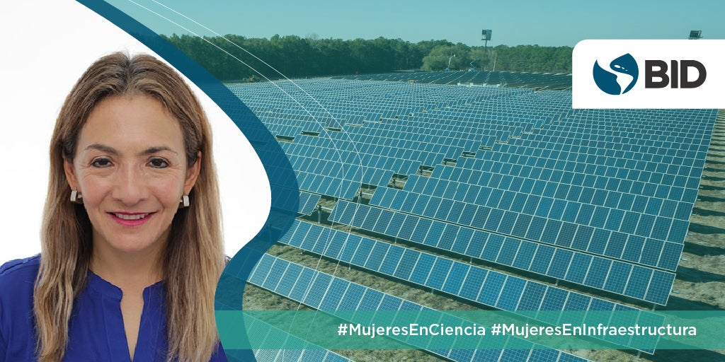 Blanca Ruiz- Mujer sobre fondo transparente de paneles solares