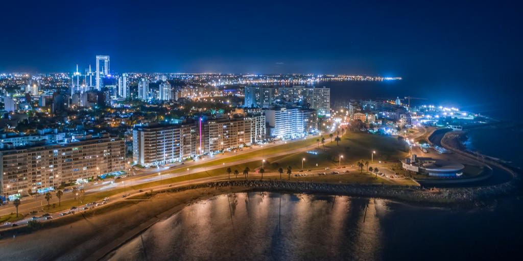 ciudad de montevideo por la noche- hidrógeno verde