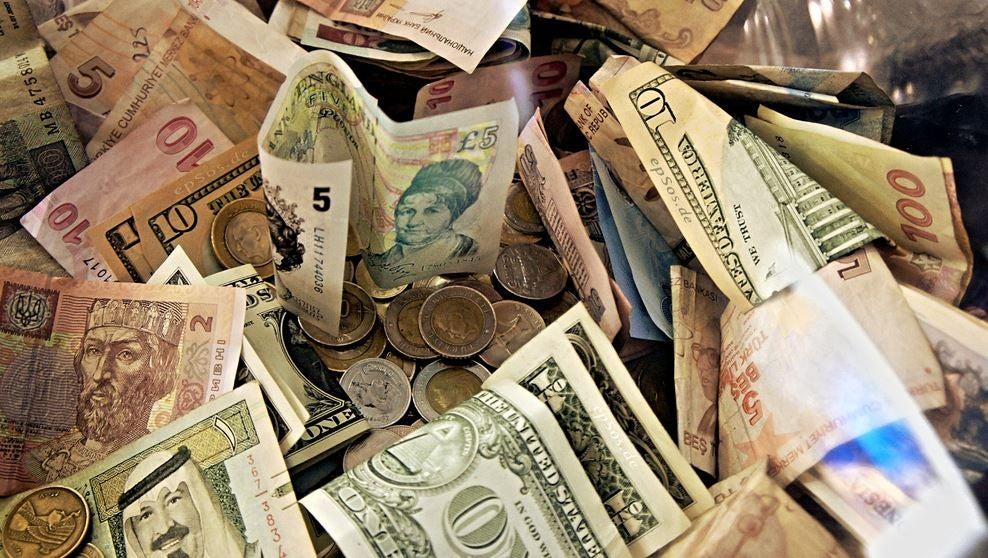 La deuda y el dinero: historias de Grecia, Argentina y Puerto Rico
