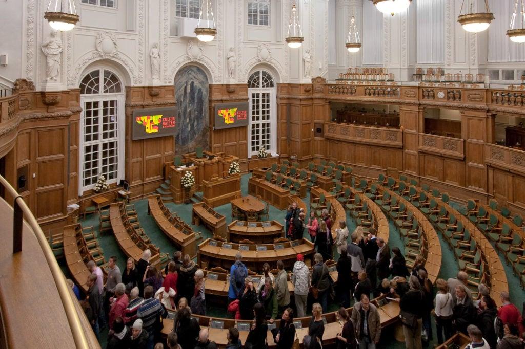 Las instituciones políticas bajo una nueva y esclarecedora luz