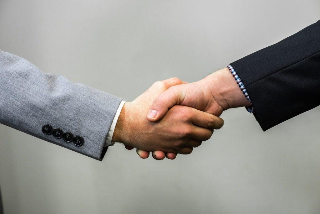 ¿Las contrataciones por clientelismo político siempre tienen consecuencias negativas?