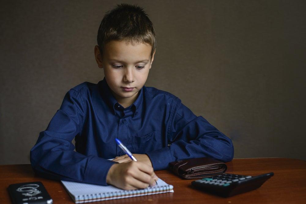 Los programas de alfabetización financiera pueden beneficiar tanto a los niños como a los adultos