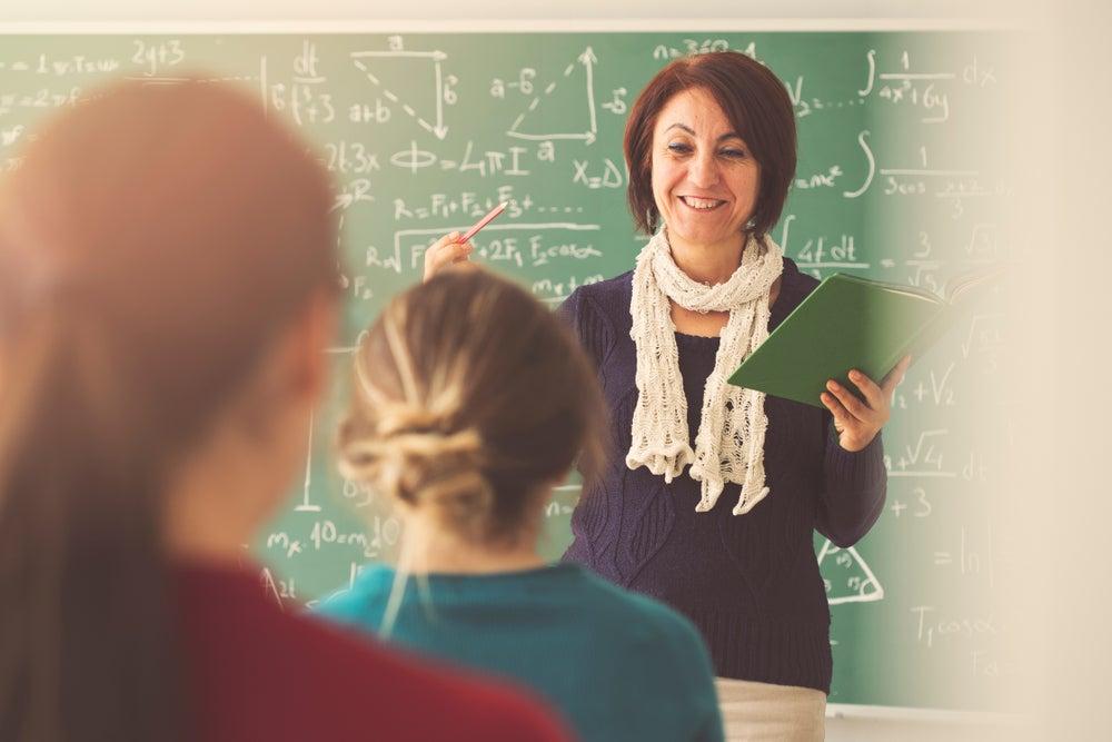 las recompensas no monetarias pueden ser más importantes que el dinero para conservar a los mejores maestros