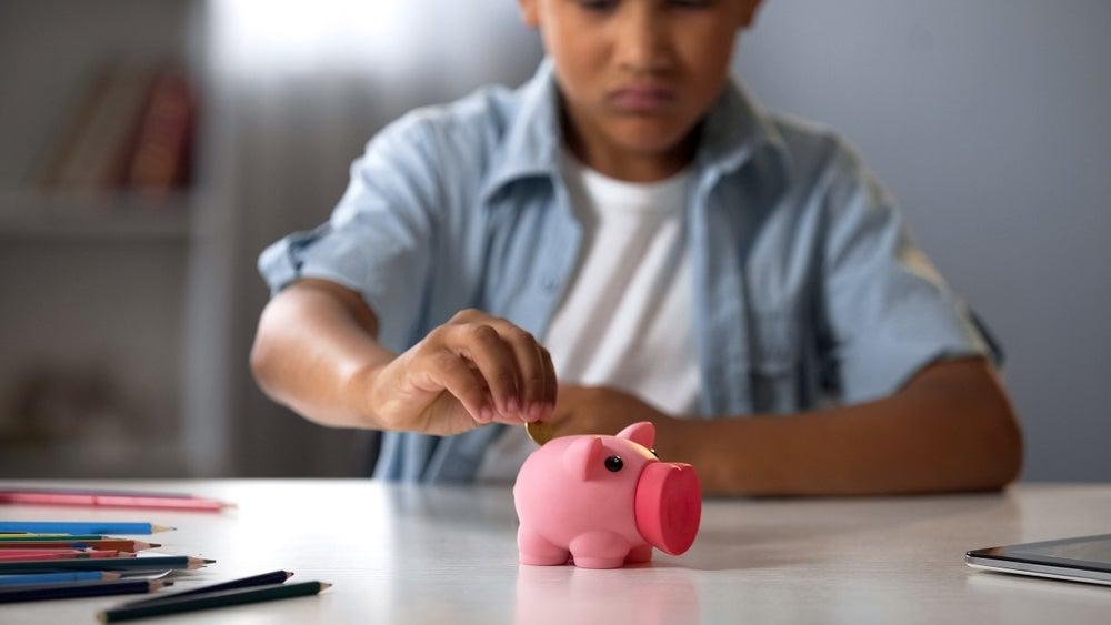 El sorprendente impacto de enseñar alfabetización financiera en la escuela