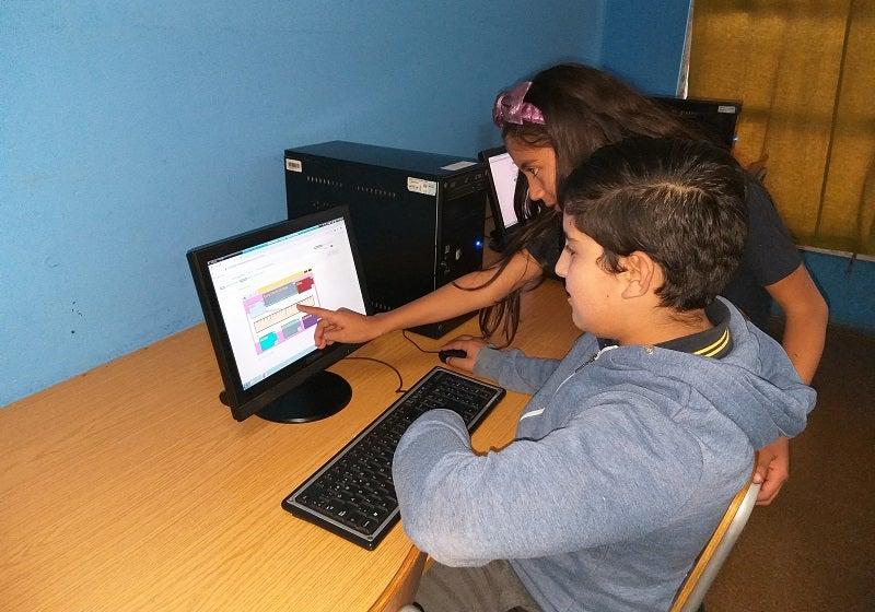 ¿Pueden los juegos estimular el aprendizaje de matemática de niños desfavorecidos?