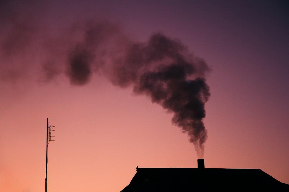 Emisiones hogares chimeneas economía del comportamiento