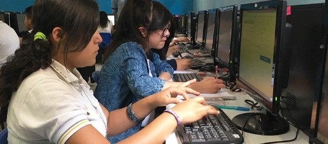 Los jóvenes, sus celulares, y el desafío a los estereotipos de género