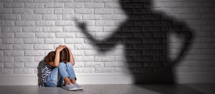 ¿Si escatimas la vara, arruinas al chico? Castigo físico y disciplina en el Caribe