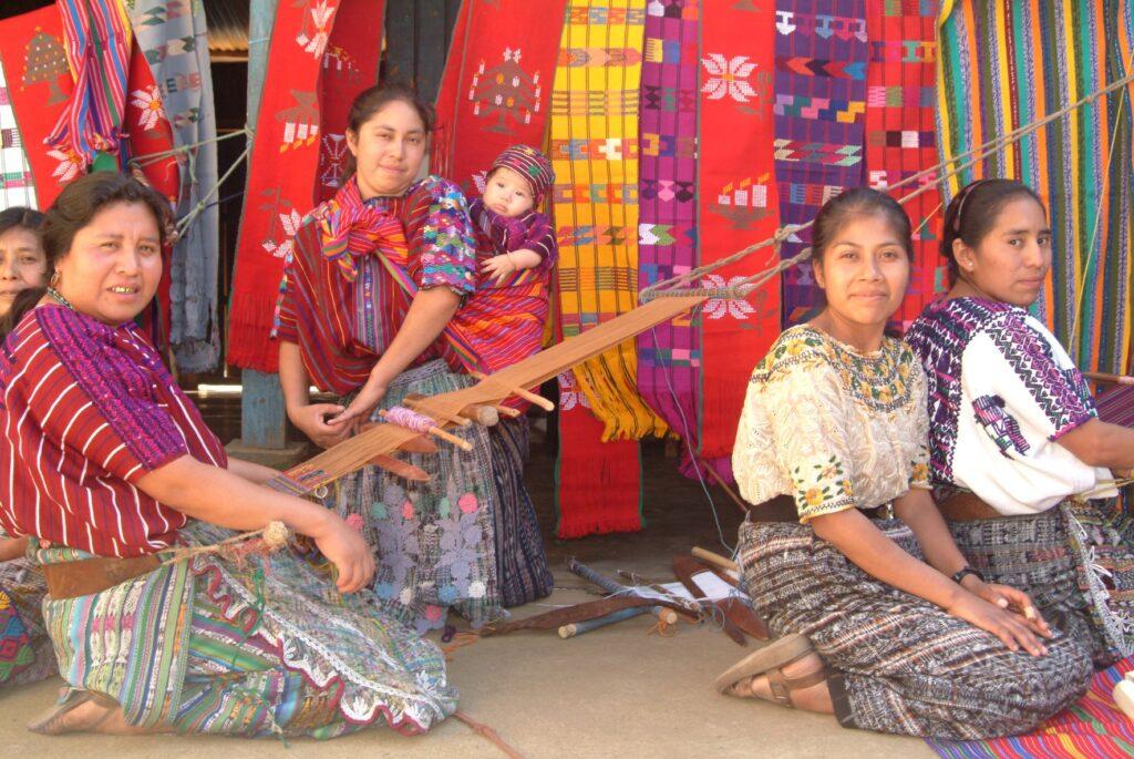 Foto de grupo de mujeres de pueblos indígenas.