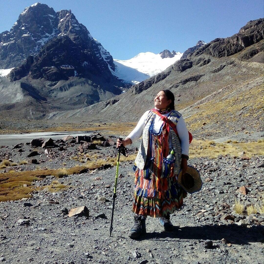 Lidia Huayllas en una montaña.