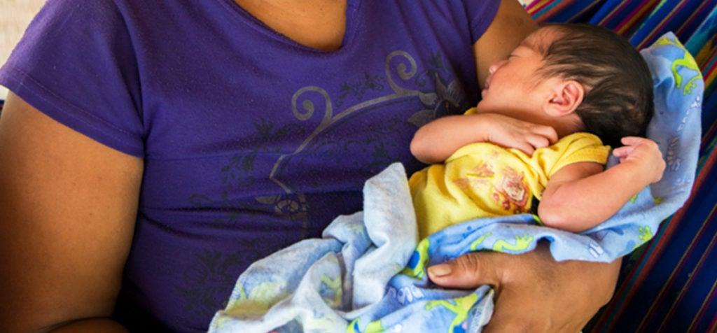 La salud de las mamás y los bebés se vigila puerta a puerta en Honduras