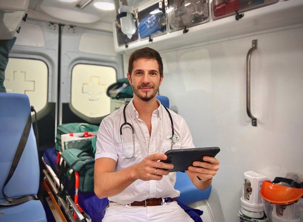 médico informatico en ambulancia