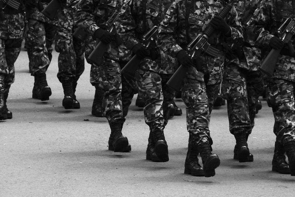Los riesgos de militarizar la respuesta a la inseguridad en América Latina