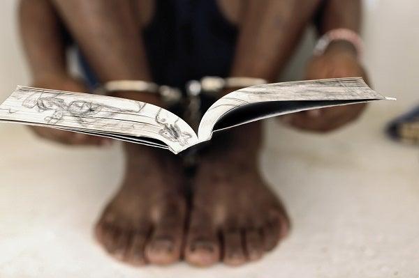 Mujeres invisibles: Los factores de la delincuencia femenina