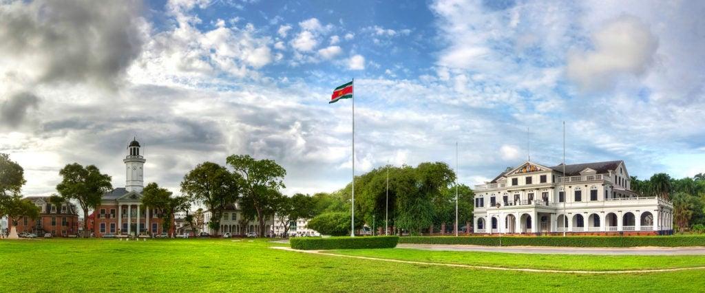 Cómo un Proyecto de Desarrollo Urbano está Salvaguardando un Sitio del Patrimonio Mundial en Surinam