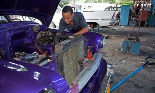 Entrenando a los jóvenes caribeños para trabajos reales