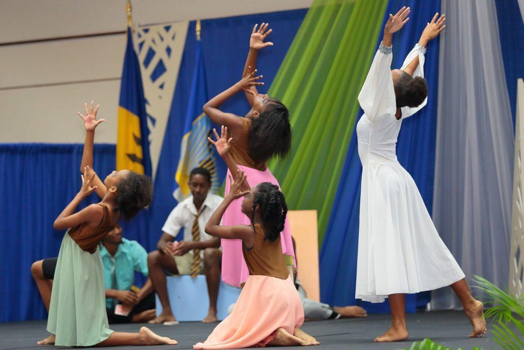 Fortaleciendo el desarrollo humano y social en Barbados