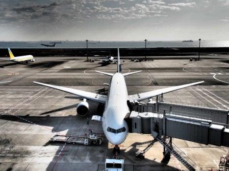 ¿Cómo se regula el transporte aéreo en América Latina y el Caribe?